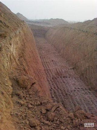 去年冬天现代305-7引黄工程管线开挖