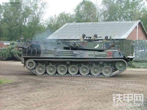 为甚么挖掘机不用坦克的履带呢?