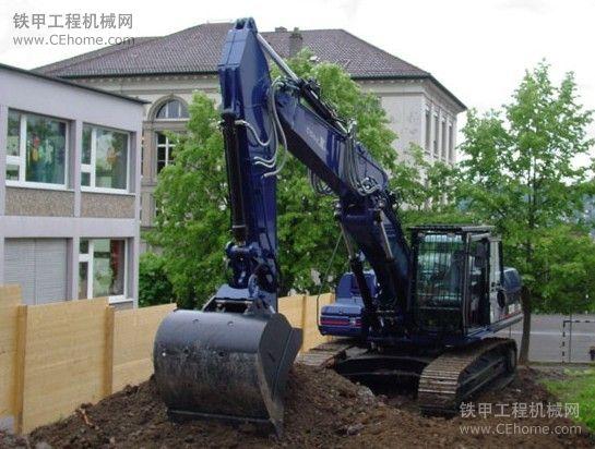 大家没有见过的原装进口蓝色卡特彼勒液压挖掘机
