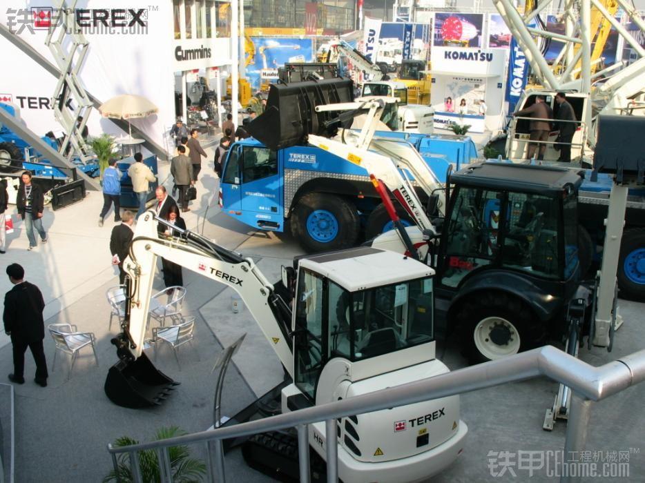 TEREX 展会上的机器,