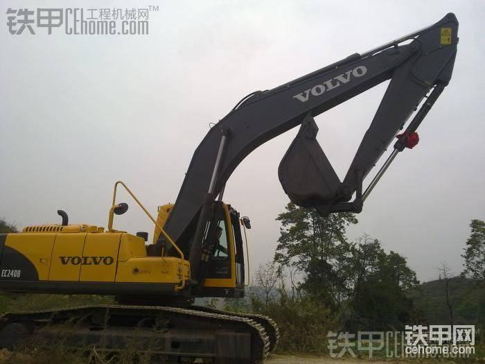 重庆矿山交付沃尔沃240B挖掘机-帖子图片