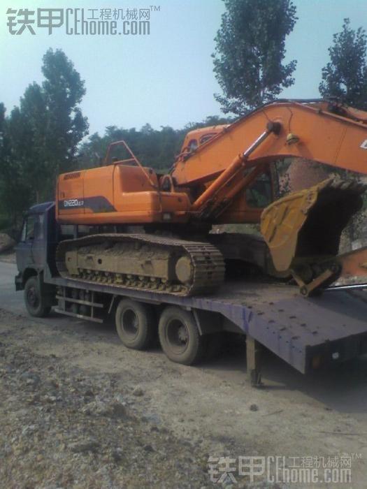 拖板车7.2万.可以拉22吨级别的挖掘机