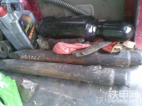 朋友买的工兵破碎锤,看看是真是假