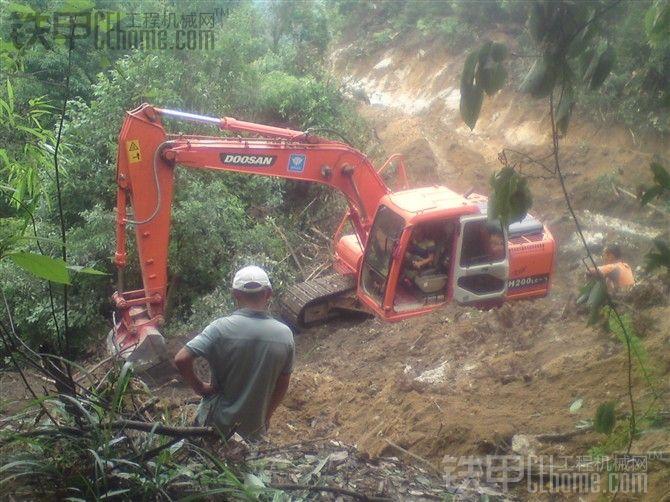 挖山路的基本操作步骤以及安全常识(有图有视频)