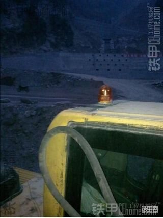 首创!小松PC240-8挖掘机改装后视摄像+后大灯