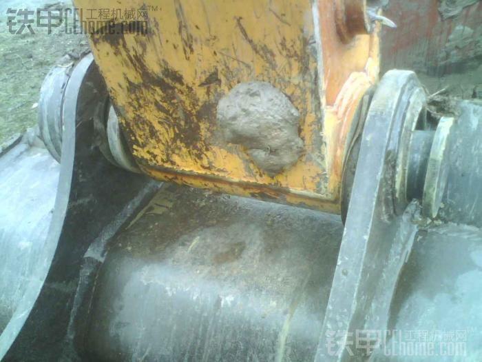 水陆挖掘机船体修复过程