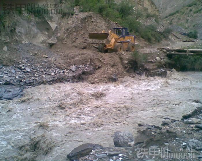 龙工850在西藏昌都,闯藏区
