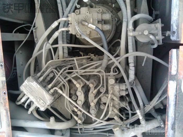 日立zx200-3g挖机多路阀拆下来清洗图片