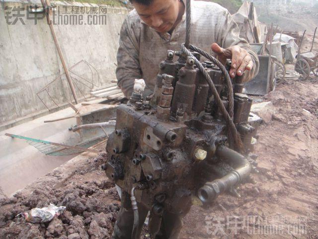 日立挖机大修分配阀图片