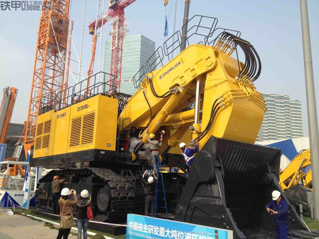 中联重科300吨挖掘机ZE3000,太震撼了,宝马展偷拍