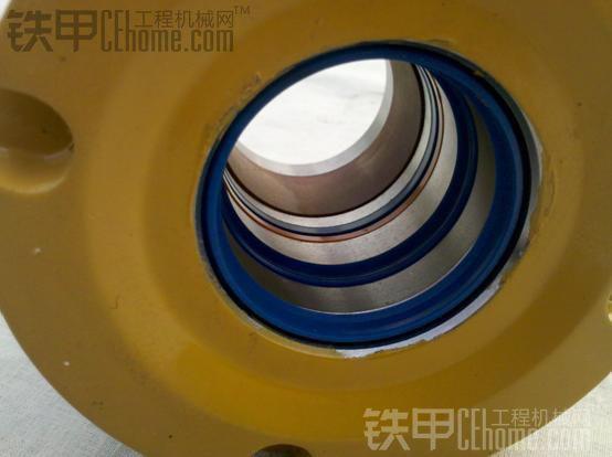 装载机之液压油缸结构及密封件损伤浅析图片