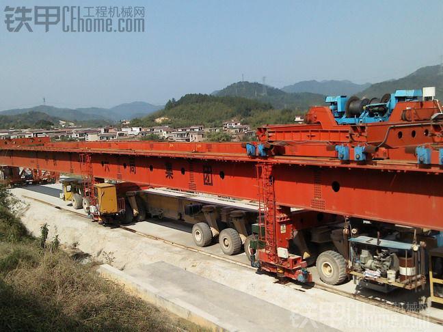 500吨级高铁架桥机和运梁车