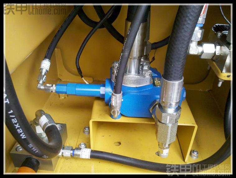 装载机之应急转向液压系统构成与工作原理图片