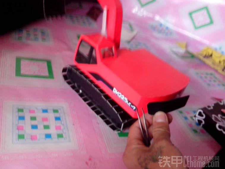 斗山车模制作过程及细节废品变成小小的工艺品