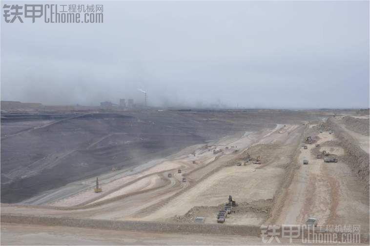 新疆五彩湾再入12台卡特彼勒777D型非公路卡车