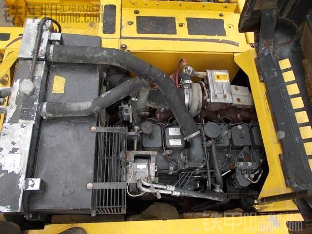 新鲜的小松PW200轮挖