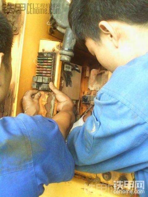 现代R225-7熄火电磁阀现场安装图解