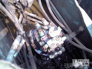 神钢200-6E回转换油封的意外收获