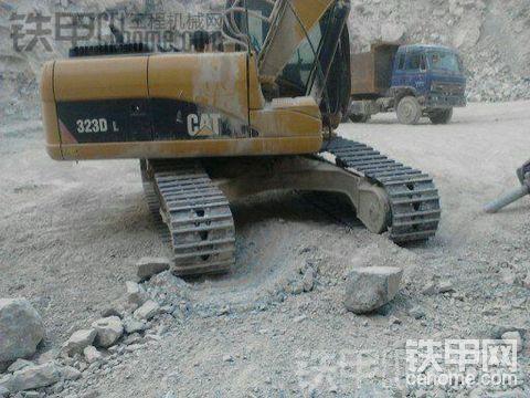 卡特彼勒323DL挖掘机3500小时使用报告