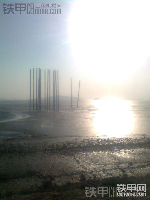 在海边看到的   打钢管桩  修跨海大桥