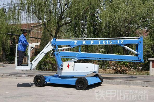折臂式高空作业车