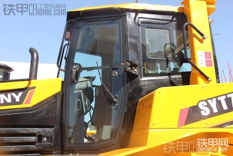 2013北京BICES工程机械展推土机实拍