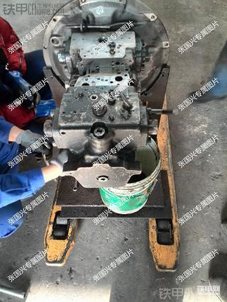 小松PC300-7液压泵维修(一)