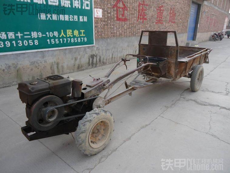 随手拍车之---古董级的手扶拖拉机带挂车