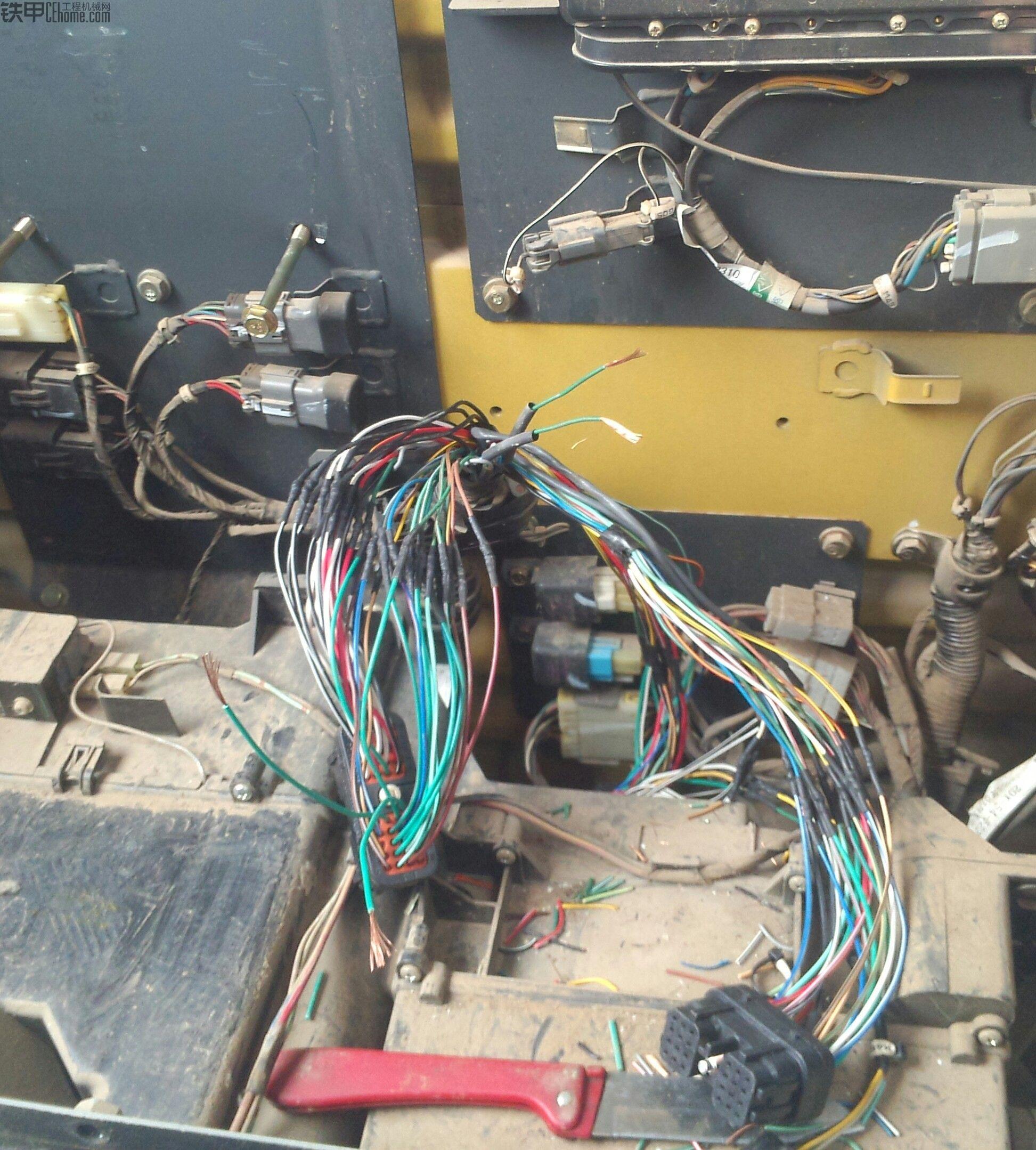 小松160-7装电路板,显示器