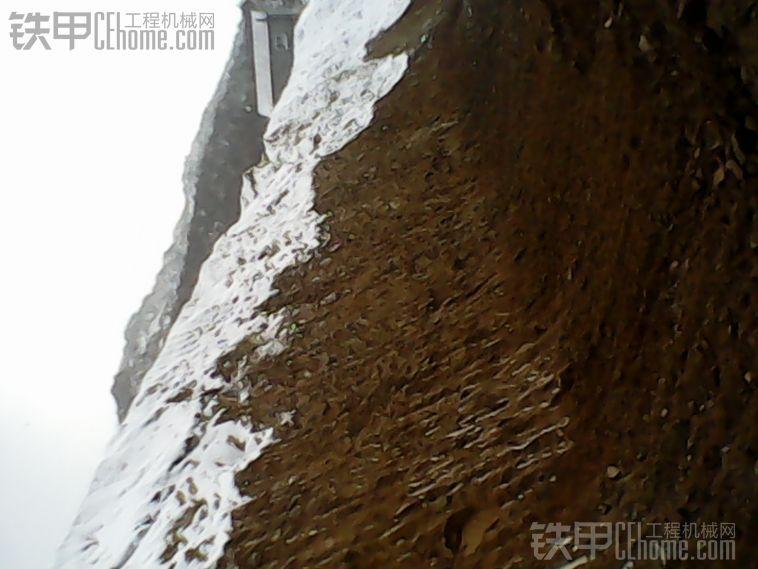 下大雪之雪中刷坡。
