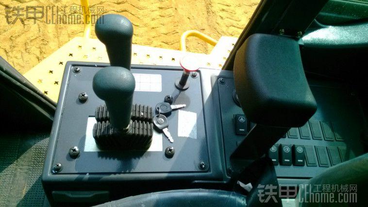 方向轻,视野好,柳工856II装载机新车试用感受