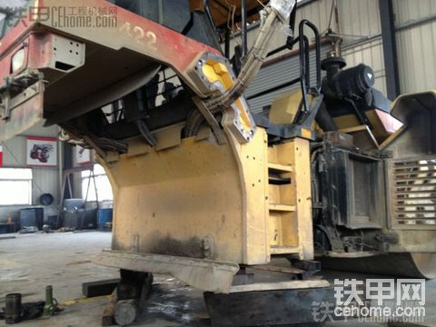 戴纳派克CC422钢轮变形修复全过程