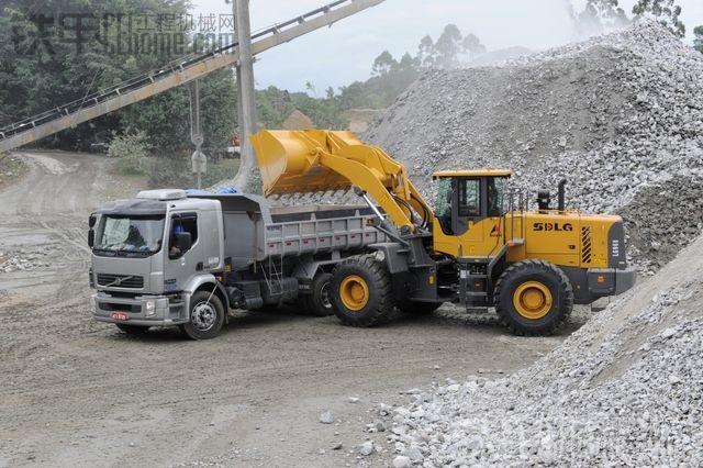 沃尔沃卡车和中国山东临工lg968装载机