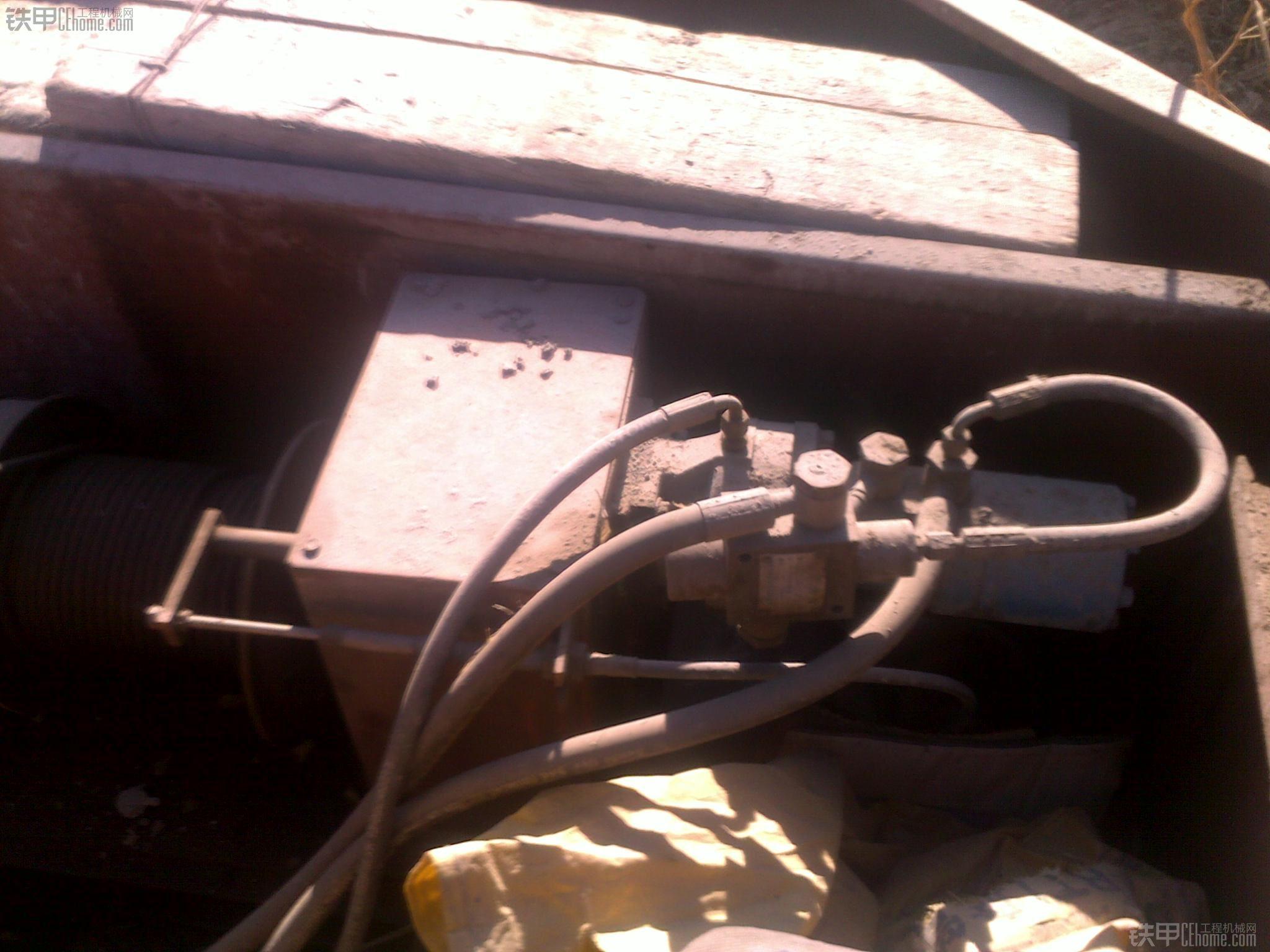 地大物博,感叹!展现国人聪明才智的油电混合动力小吊车