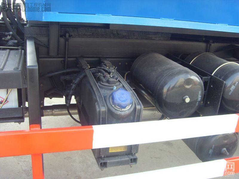 掛桶環衛垃圾車-帖子圖片