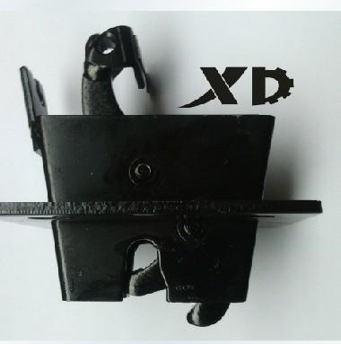 更换门扣锁,需要拆哪些地方