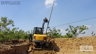 沃尔沃60挖掘机立10米电线杆,说一下要点和注意事项