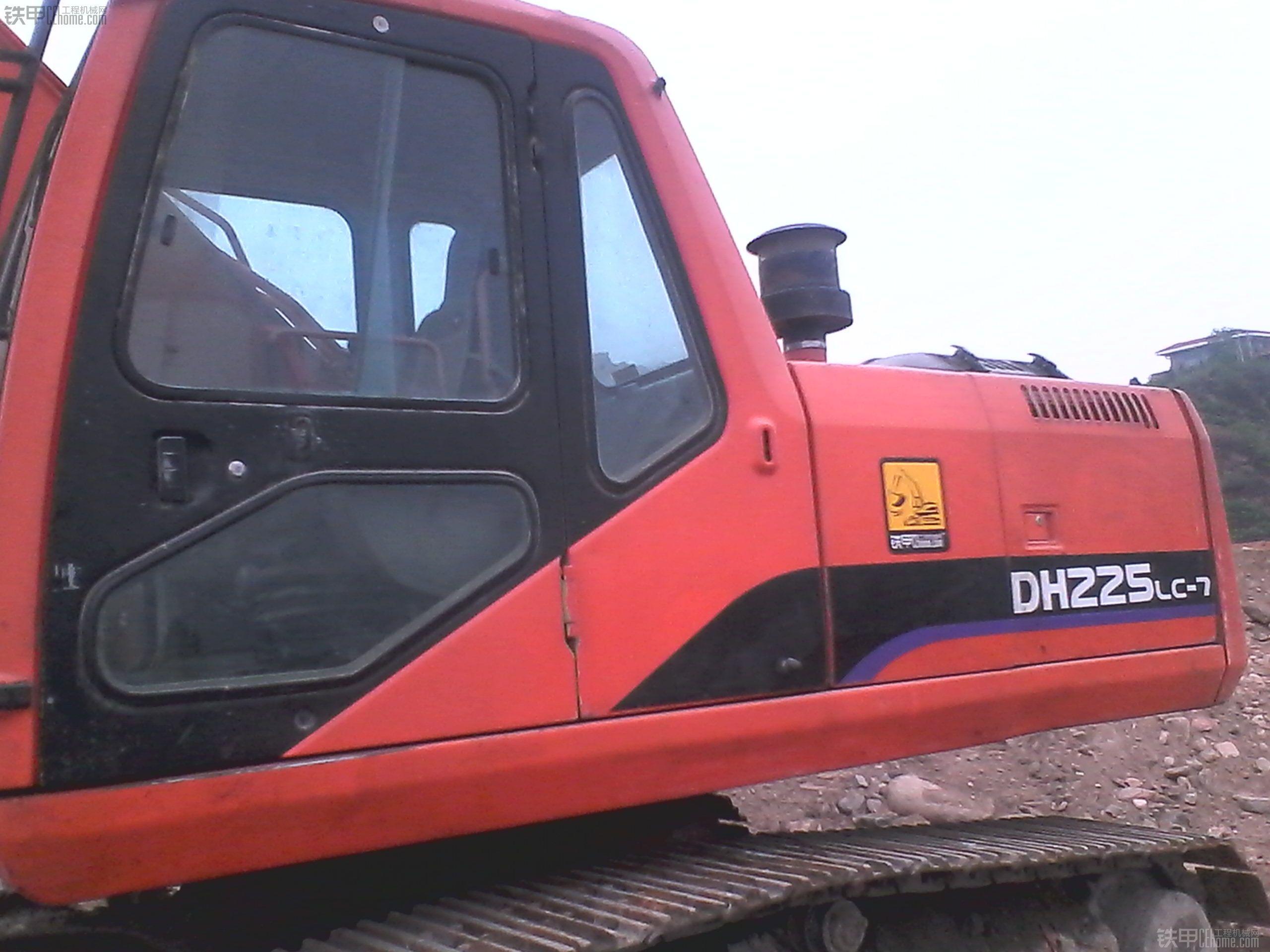工程完工出售大宇220挖掘机