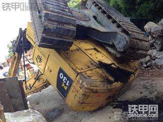 小松Pc130-8加长臂挖掘机翻了