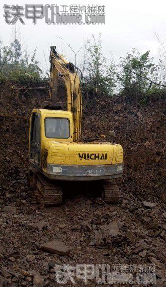玉柴YC85-8和YC85-6挖掘机助力高速桥梁基础建设 红砖厂取料施工作业