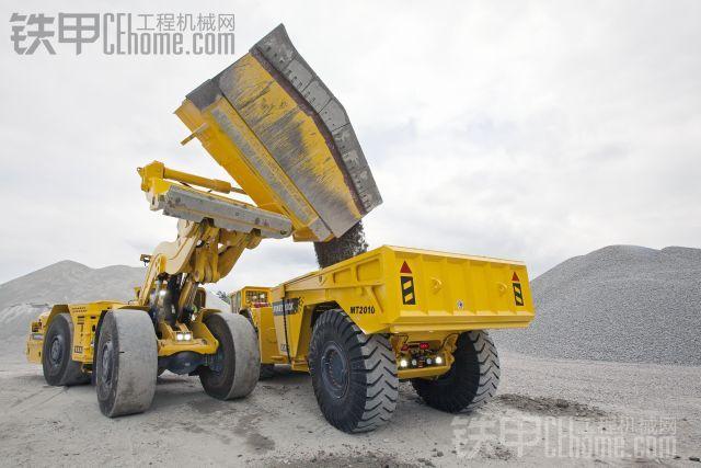 新增了侧卸铲斗的Scooptram 铲运机
