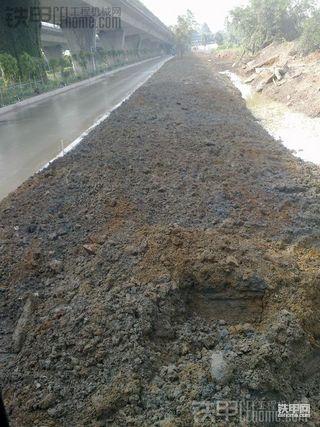 【施工作业】斗山DX150LC挖掘机  精修公路绿化带