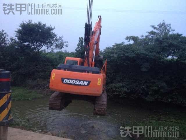 吊车吊挖掘机_铁甲工程机械论坛