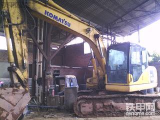 溫師傅跟你分享如何修复挖掘机大臂连接机座插销孔