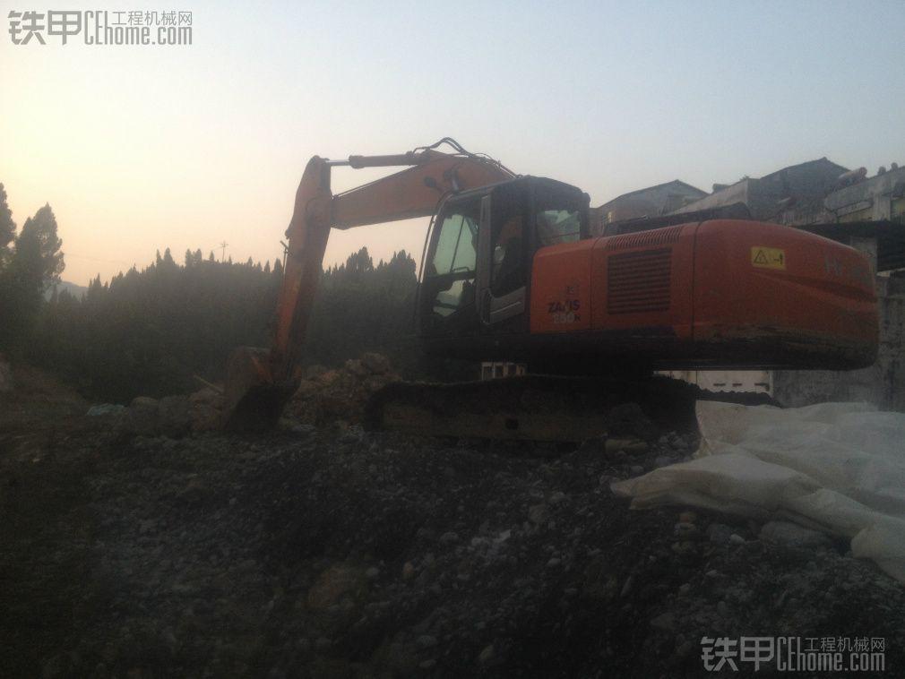 日立 ZX250H-3 挖掘机 8000小时 30万