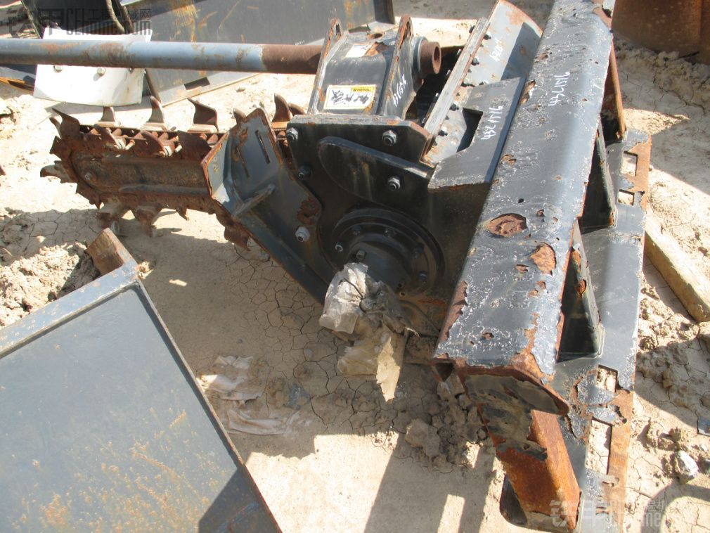 滑移装载机属具.铣刨机.开沟机. 土钻.破碎锤