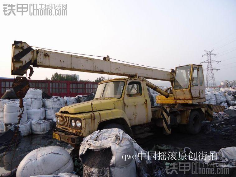 实拍老车之-国产潮牌-老东风EQ140-1型长江八吨汽车起重机