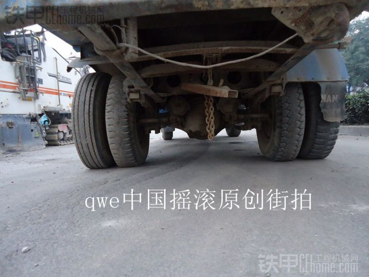 实拍老车之-曾经的中国公路运输中坚力量--经典老东风EQ140-1型洒水车
