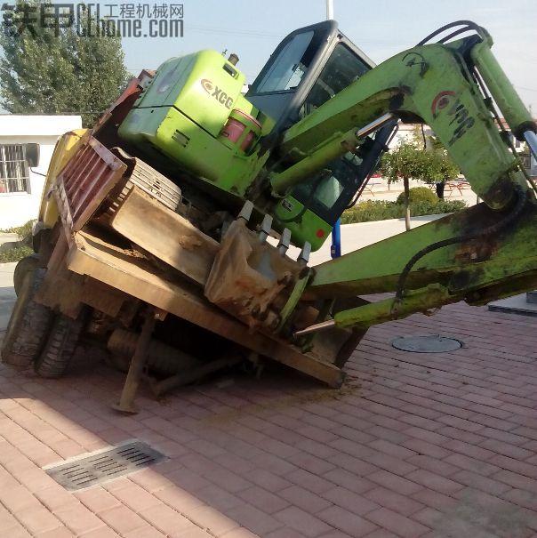 坑爹的节奏 徐挖上了单边拖车