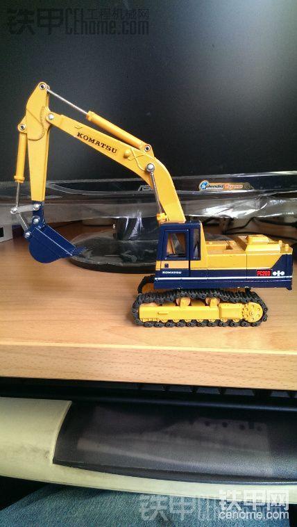 小松PC200-3挖掘机模型